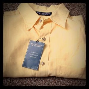 NWT yellow men's shirt sz M by Roundtree & Yorke